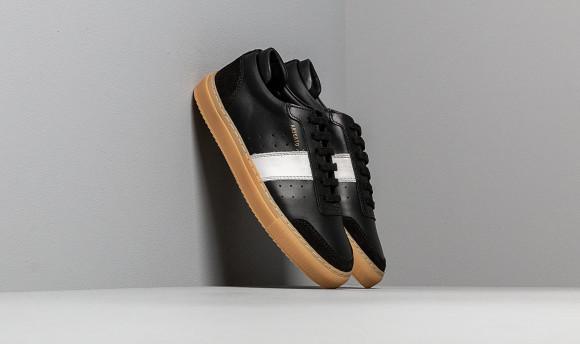 axel arigato black leather